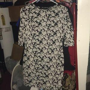 Dress. Snap size medium